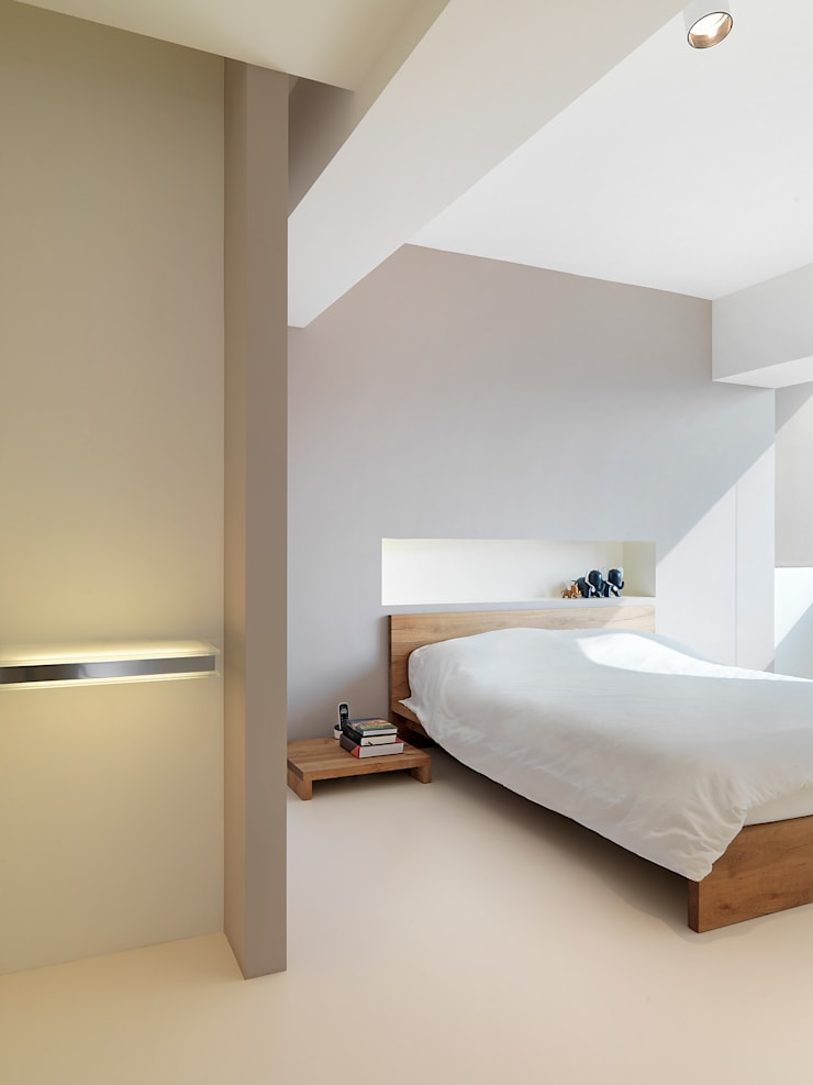 Chambre de style  par  何侯設計   Ho + Hou Studio Architects , Minimaliste