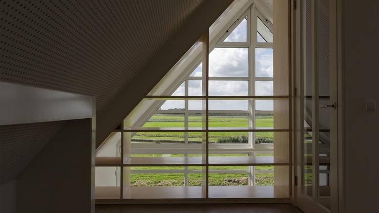 Woonhuis Bonkelaarsdijk:  Gang en hal door GeO Architecten