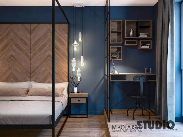 Dormitorios de estilo  por MIKOŁAJSKAstudio