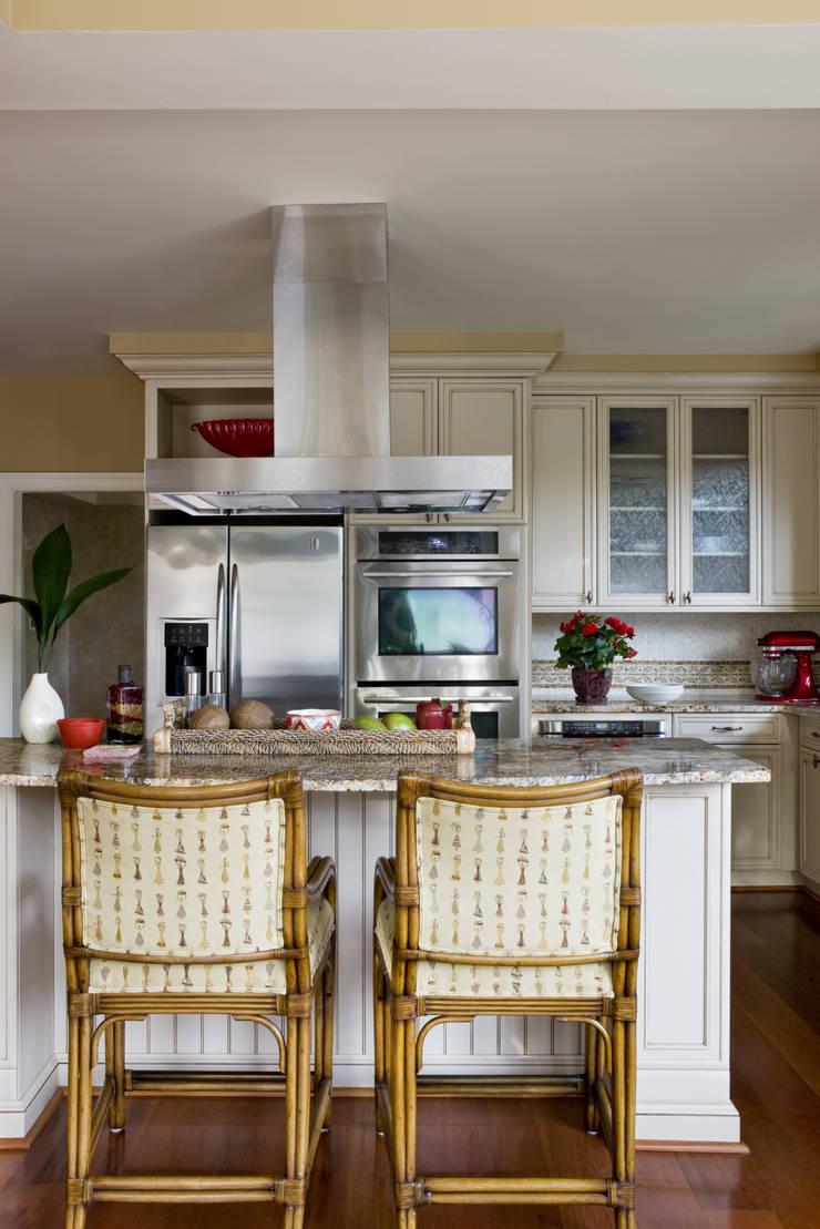 Caribbean Dream - Kitchen:  Kitchen by Lorna Gross Interior Design