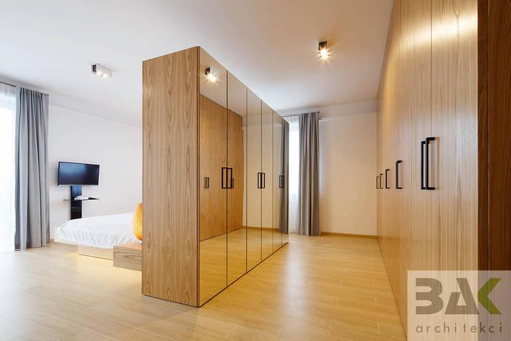 غرفة الملابس تنفيذ BAK Architekci