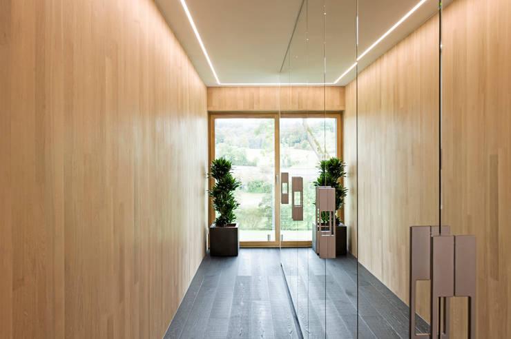 modern Dressing room by massive passive