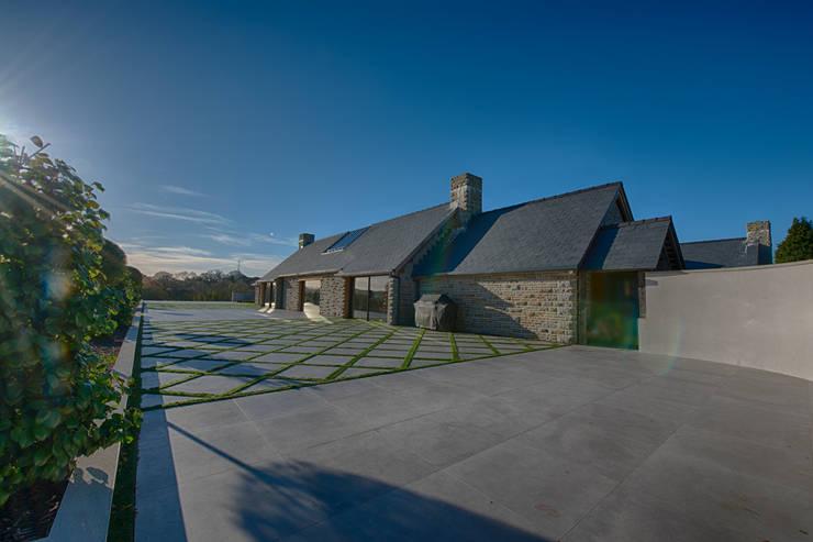 Forty Farm Balcones y terrazas de estilo minimalista de Smarta Minimalista