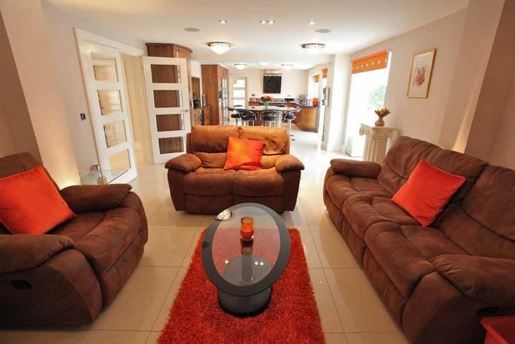Draethen Farm House Conversion Moderne Wohnzimmer von Smarta Modern