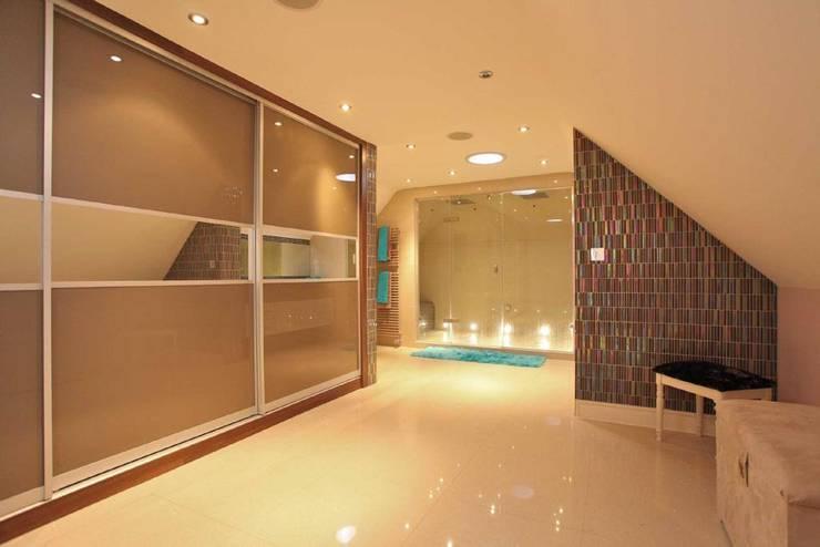 Draethen Farm House Conversion Moderne Badezimmer von Smarta Modern