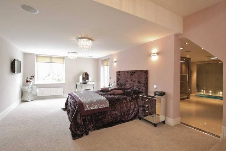 Draethen Farm House Conversion Moderne Schlafzimmer von Smarta Modern