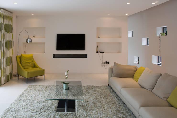 Ruang Keluarga oleh Smarta, Modern