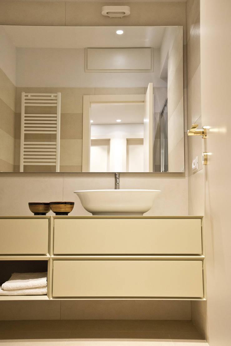ห้องน้ำ โดย Caterina Raddi, มินิมัล