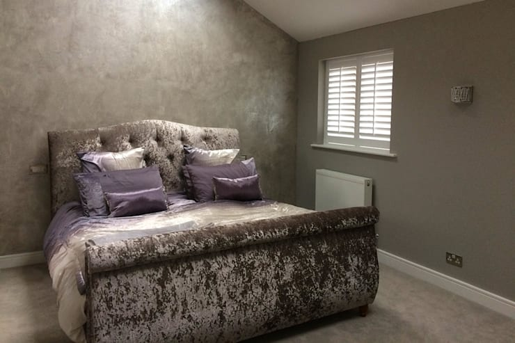 Bedroom shutters for sash windows:  Bedroom by Plantation Shutters Ltd
