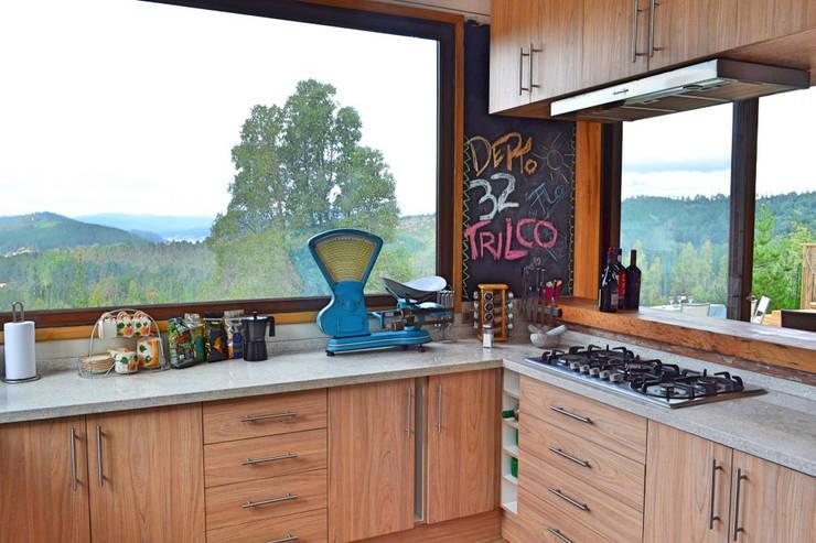 Casa Vichuquén: Cocinas de estilo  por AtelierStudio