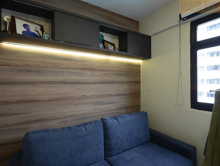 Boys Room (elder):  Bedroom by Designer House