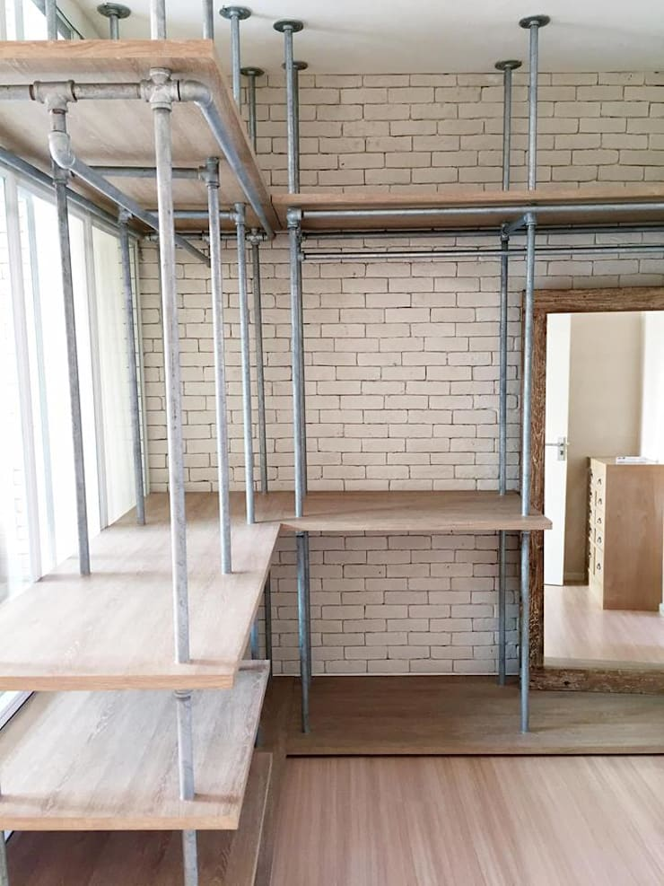 Loft townhouse:   by ramรับออกแบบตกแต่งภายใน