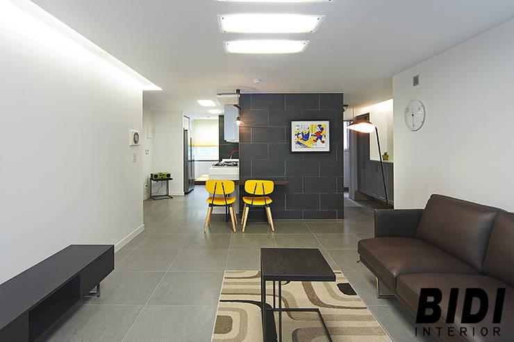 망원동 대림 아파트 : 인테리어비디의  거실