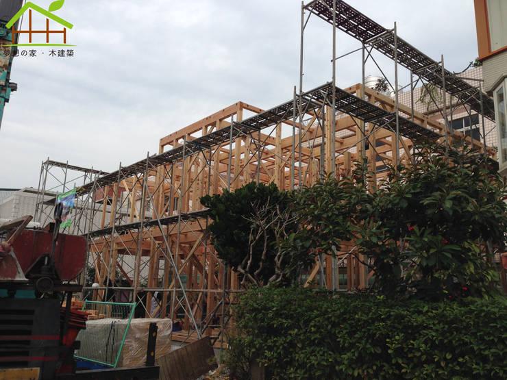 日式木結構-客製化設計:  房子 by 詮鴻國際住宅股份有限公司
