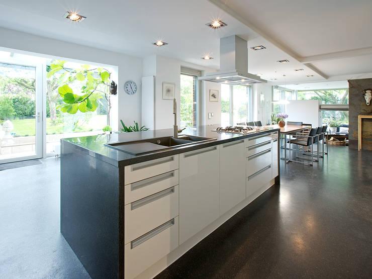 Projekty,  Kuchnia zaprojektowane przez Gaus & Knödler Architekten