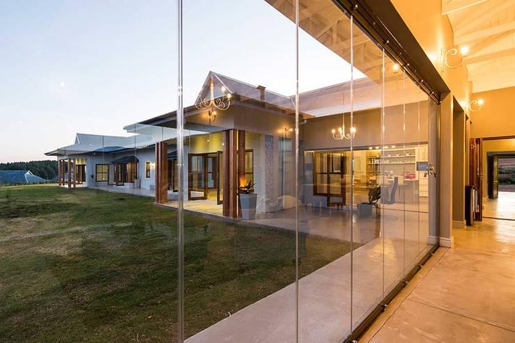 modern Houses by AIRCLOS