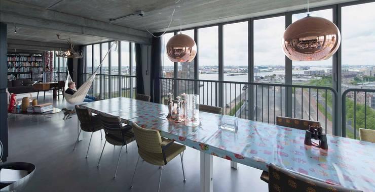 Schiecentrale 4B:  Woonkamer door Mei architects and planners, Industrieel