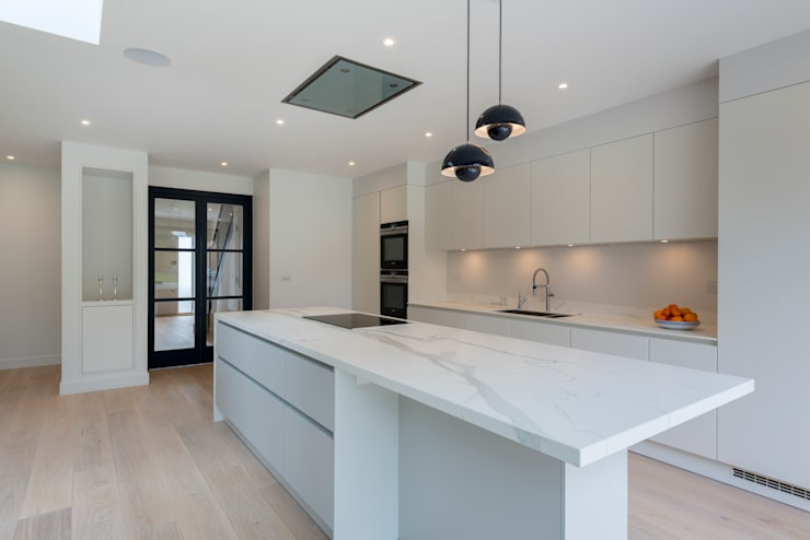 North London house refurbishment:  Kitchen by DDWH Architects