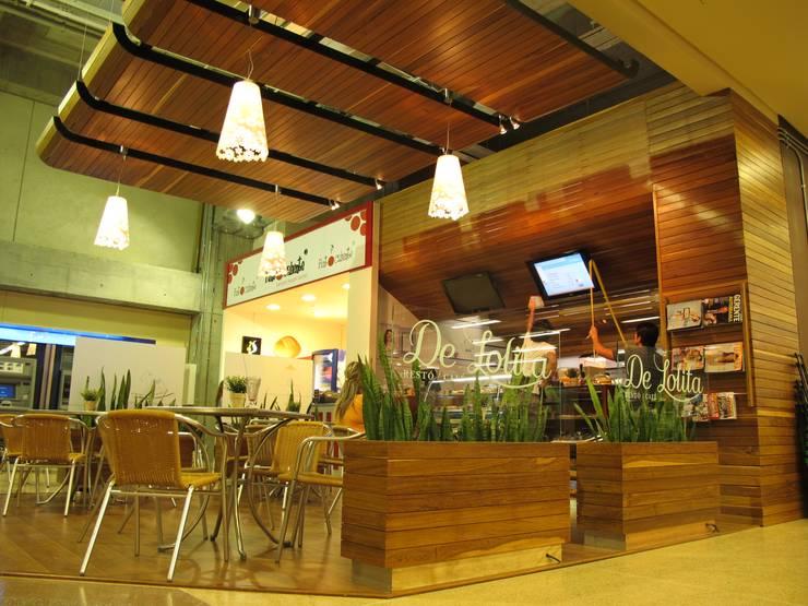 Oficinas y Tiendas de estilo  por @tresarquitectos,