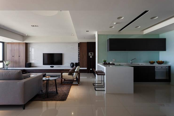 永和徐宅:  客廳 by 大觀室內設計工程有限公司
