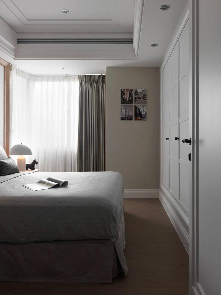 台北許宅:  臥室 by 大觀室內設計工程有限公司