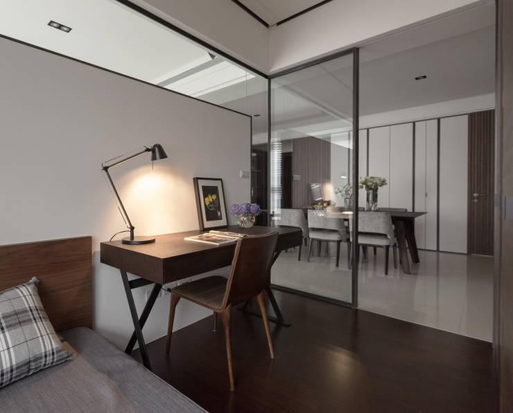 Estudios y oficinas de estilo  por 大觀室內設計工程有限公司
