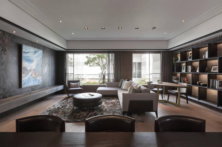 長耀挹品:  客廳 by 大觀室內設計工程有限公司
