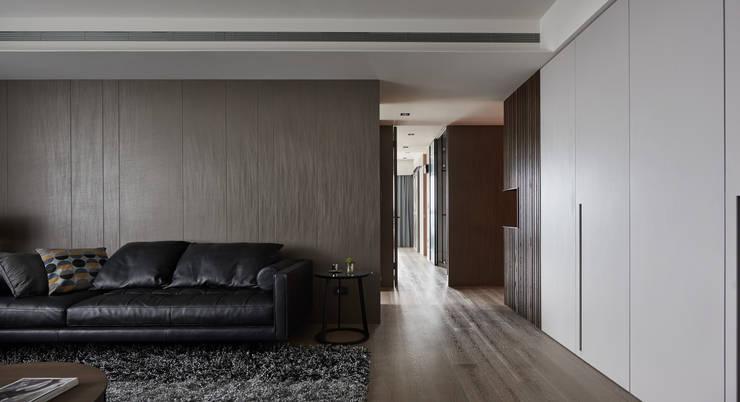 林口楊宅:  客廳 by 大觀室內設計工程有限公司