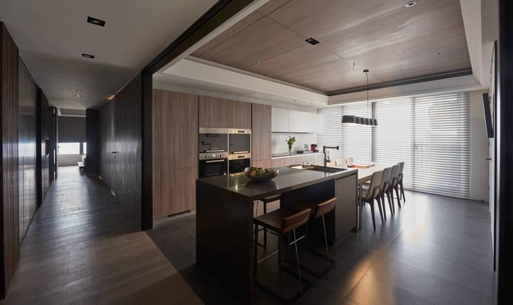 林口楊宅:  餐廳 by 大觀室內設計工程有限公司