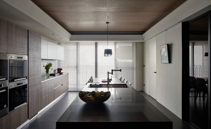 林口楊宅:  廚房 by 大觀室內設計工程有限公司