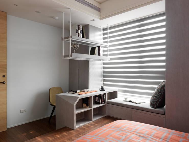 麗寶雙璽:  臥室 by 星葉室內裝修有限公司