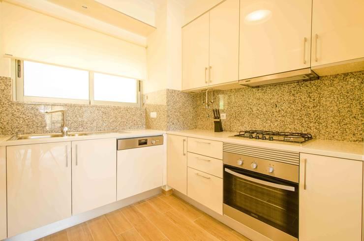 Kitchen by Simple Taste Interiors