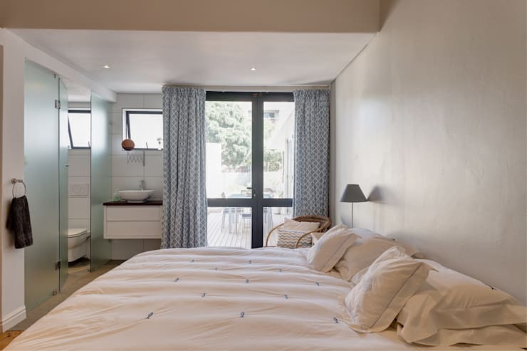 House Gillanders:  Bedroom by Muse Architects , Eclectic