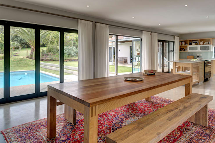 House Serfontein:  Dining room by Muse Architects , Rustic