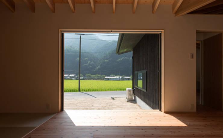 かぶら束の家: 田村淳建築設計事務所が手掛けた窓です。