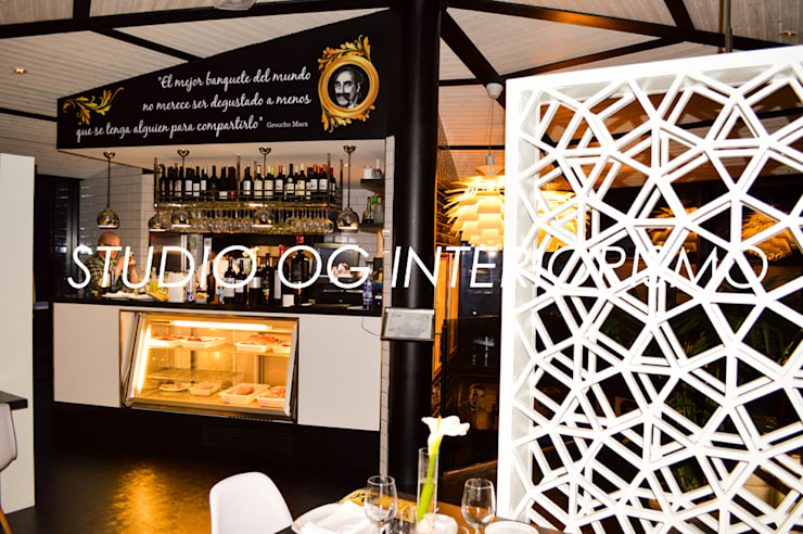 Restaurante de O Mirador: Locales gastronómicos de estilo  de STUDIO OG INTERIORISMO