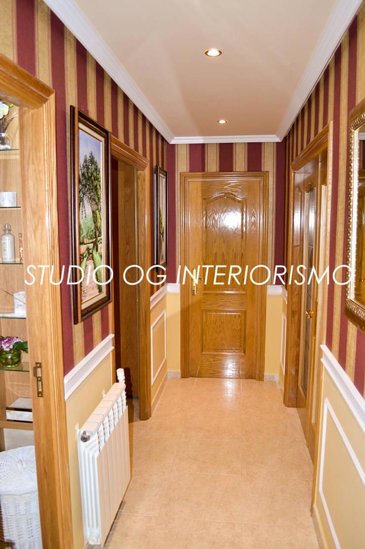 Pasillos y hall de entrada de estilo  por STUDIO OG INTERIORISMO