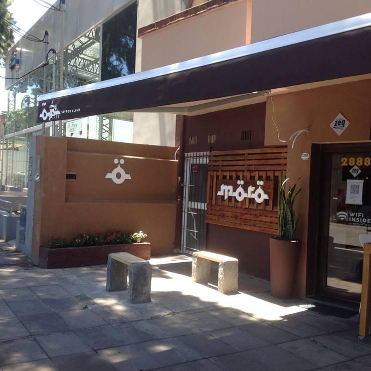 Trabajo comercial-Bar el moro y Bar Nucchi: Gastronomía de estilo  por DOMOS DECORACION HOLISTICA