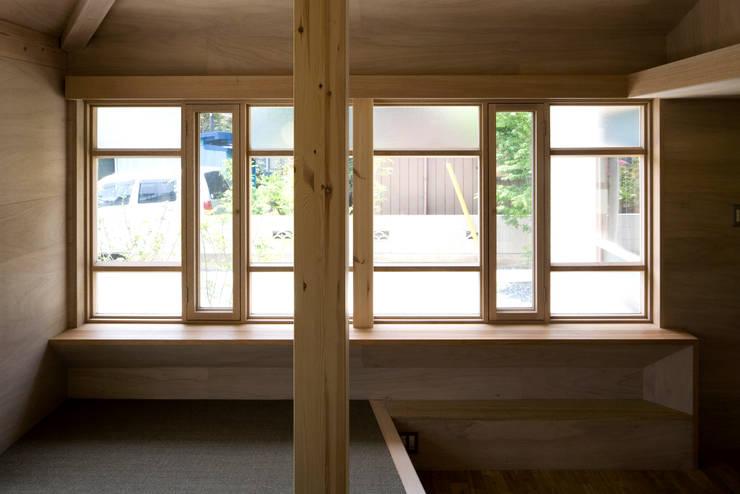 川越の住居/House in Kawagoe: 平山教博空間設計事務所が手掛けた窓です。