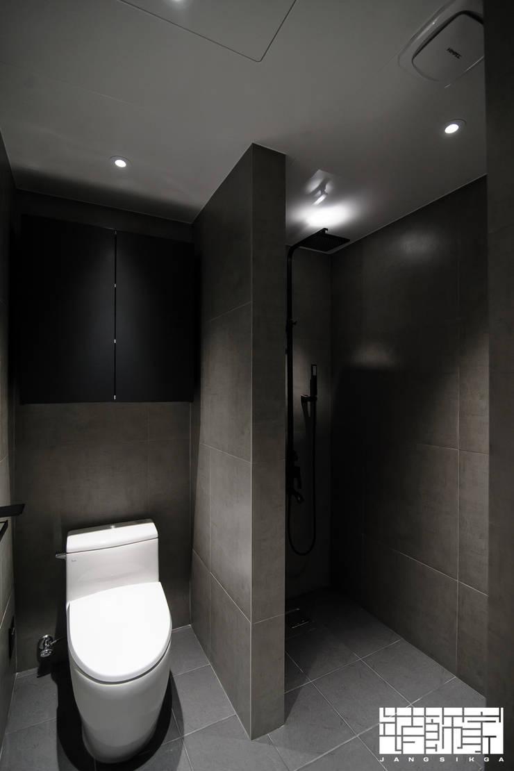 70년대 입주 아파트 리모델링: ㈜장식가의  욕실