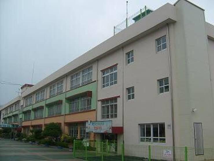 유천초등학교 : (주)태림종합건설의  주택