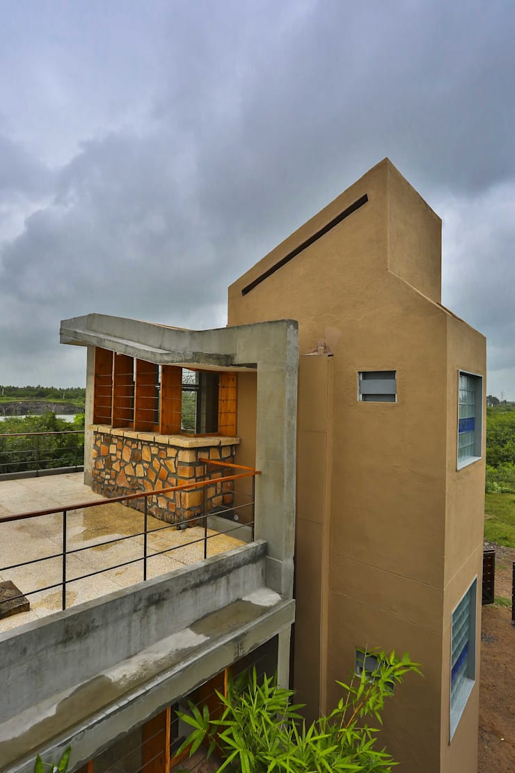 Villa Aaranyak:  Houses by prarthit shah architects,Modern