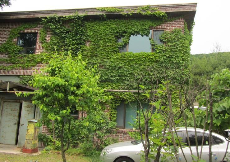 기존건물: Design Guild의  주택
