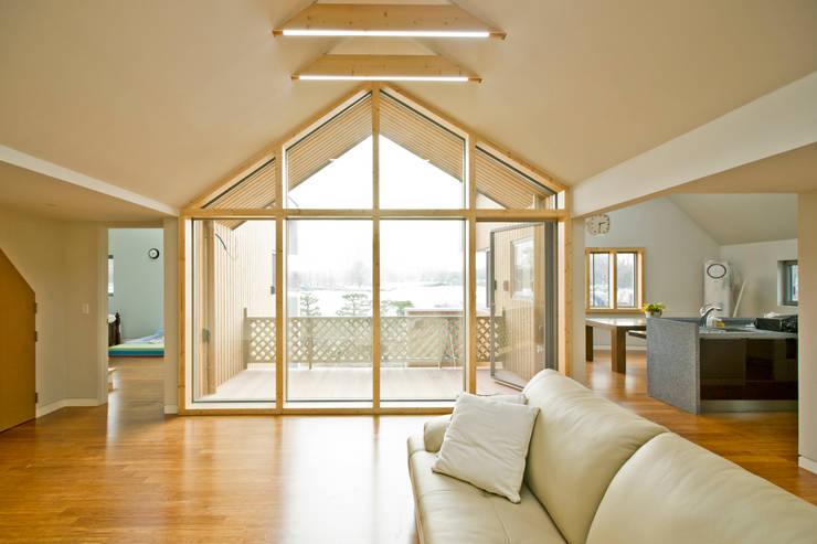 암사동 주택  <상생제> 2가족이 사는집: Design Guild의  거실