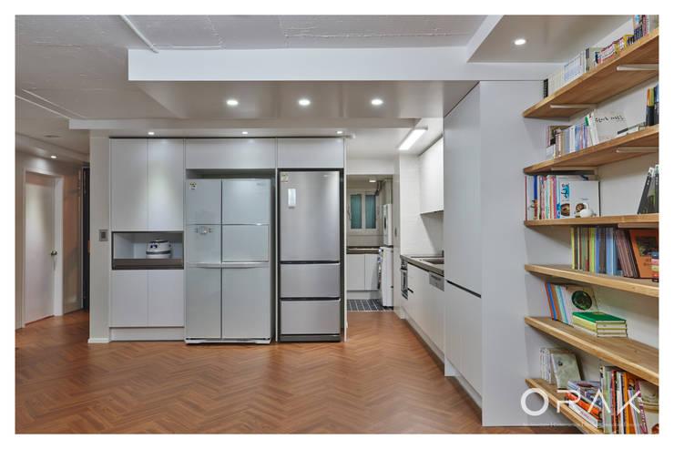 사당동 우성아파트 2차 / 35평형 아파트 인테리어: 오락디자인의  주방