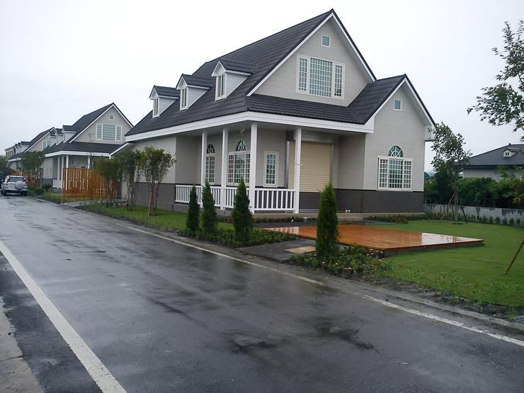 Casas de estilo  por 晶莊工程有限公司