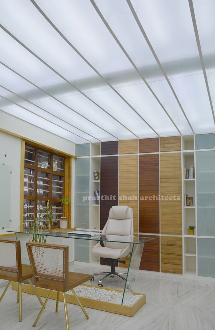 Architect's Office and Home @ Sarvodaya First Floor:  Office spaces & stores  by prarthit shah architects