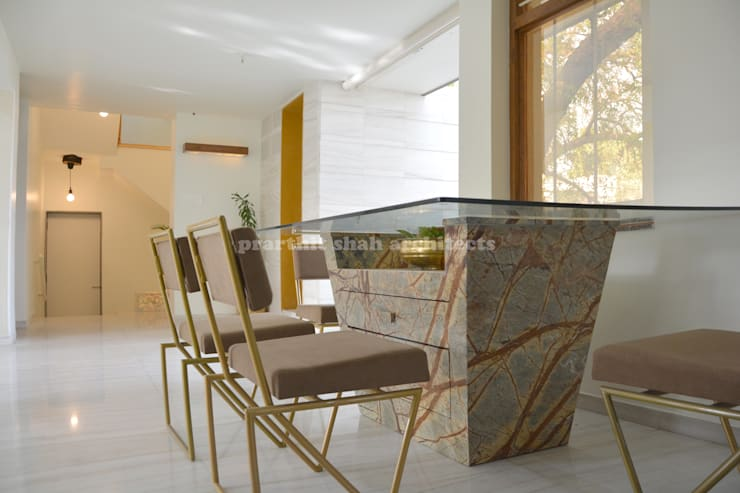 Architect's Office and Home @ Sarvodaya First Floor:  Dining room by prarthit shah architects