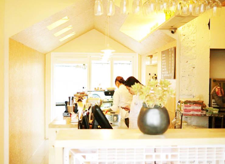 Bakery 인테리어: Design Guild의  사무실 공간 & 가게