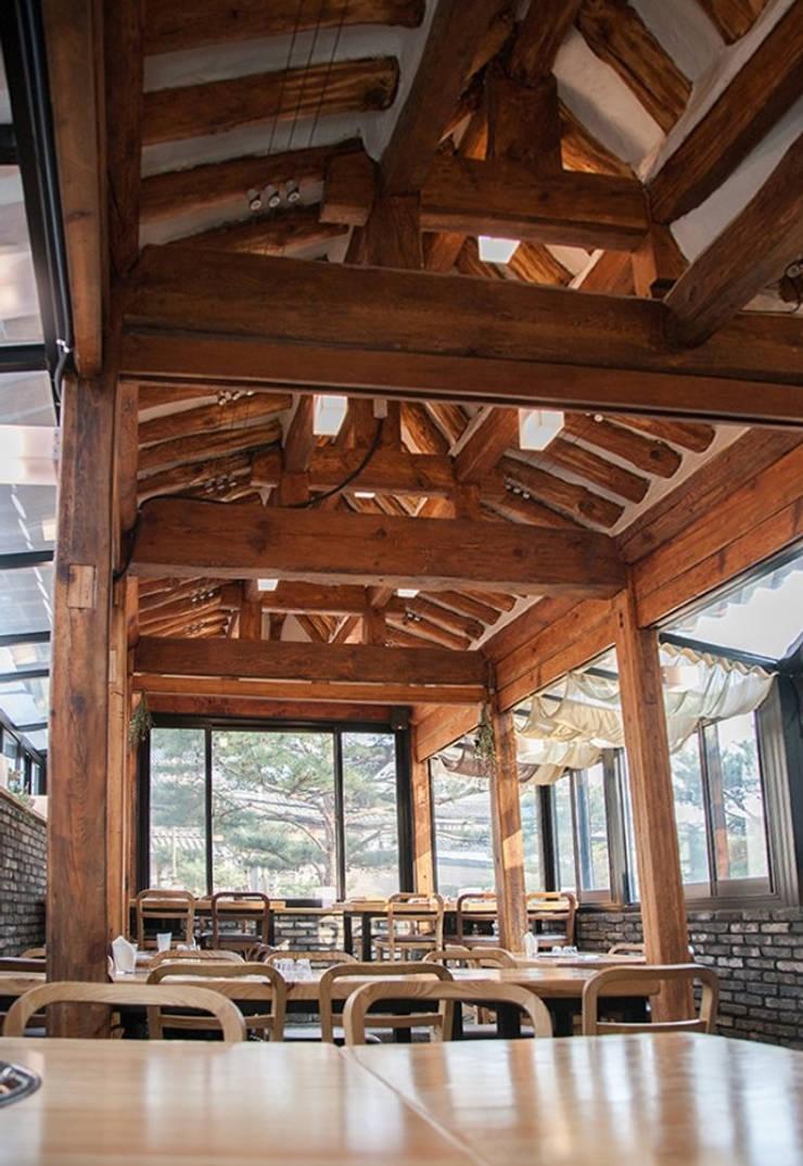 한옥 리모델링: Design Guild의  사무실 공간 & 가게